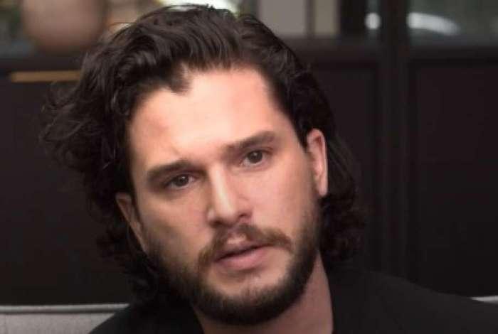 Ator questiona a falta de atores gays em papeis de super heróis