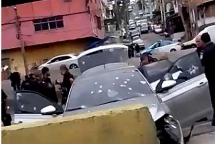 Segundo PM, criminosos tentavam roubar caminhão na Avenida Brasil e houve confronto