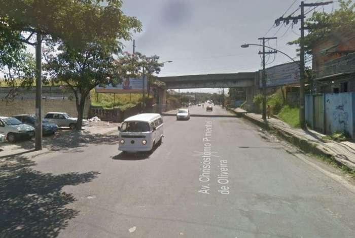 Avenida Chrisóstomo Pimentel de Oliveira, na Pavuna, onde PM foi baleado em tentativa de assalto