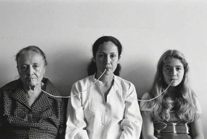 Obra 'Por um fio', de Anna Maria Maiolino