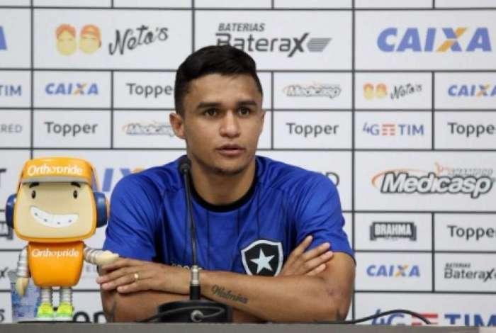 Apesar da fase ruim, Erik tem começo promissor no Botafogo