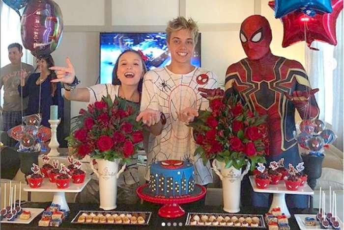 Larissa Manoela prepara festa surpresa para o namorado, Leo Cidade