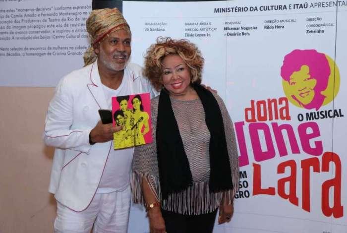 Alcione marcou presença na estreia do musical 'Dona Ivone Lara - Um Sorriso Negro'