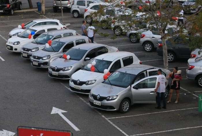 Mega Feirão de Automóveis levou 250 carros para o estacionamento do Caxias Shopping. Modelos tem até três anos de fabricação