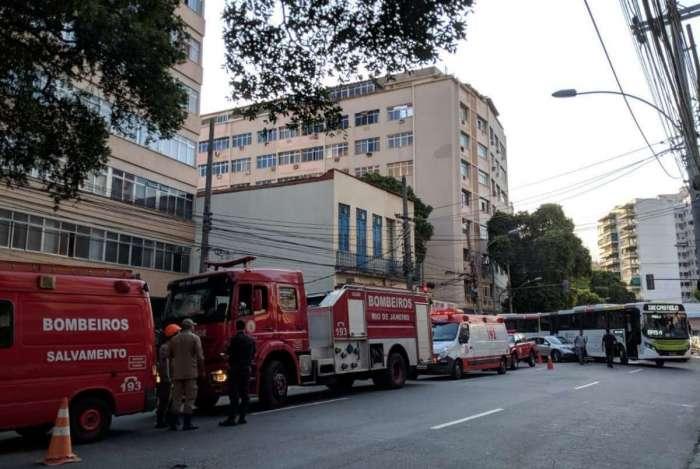 Laje de hospital despenca e deixa feridos no Maracanã
