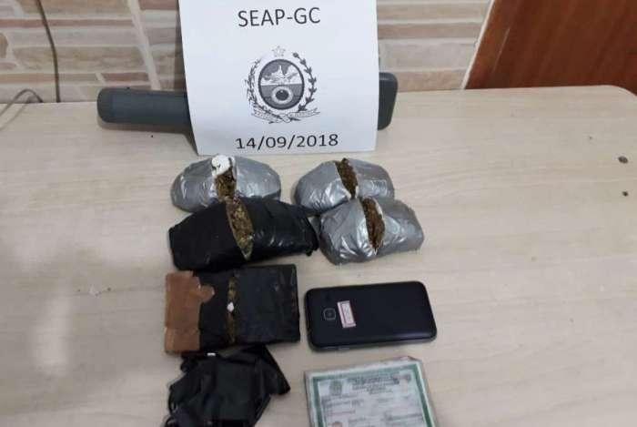 Flagrante foi feito por agentes da Portaria Unificada do Presídio Gabriel Ferreira Castilho, em Bangu