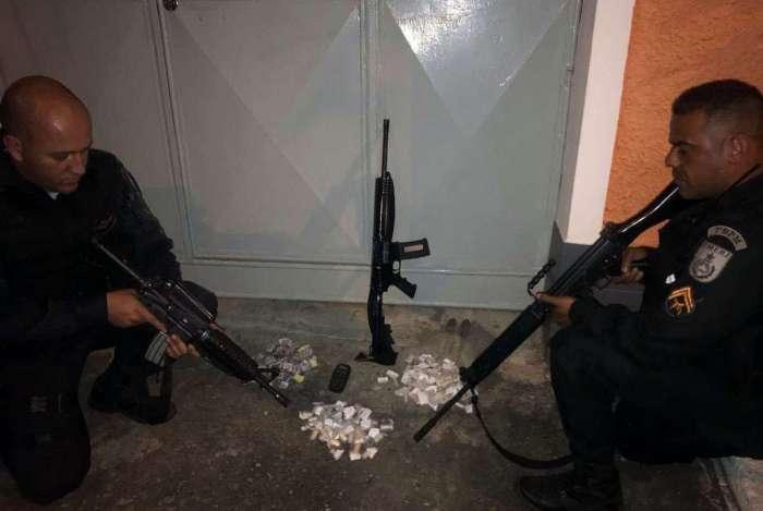 Grupo de RD que atacou os policiais estava com um fuzil