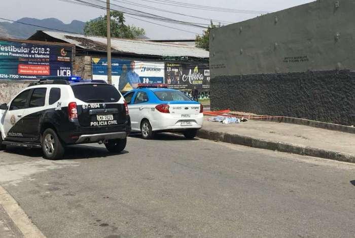 Homem foi morto em assalto na Avenida Marechal Fontenele, na Zona Oeste. Vítima chegava para abrir empresa em que trabalhava quando foi rendido por criminosos
