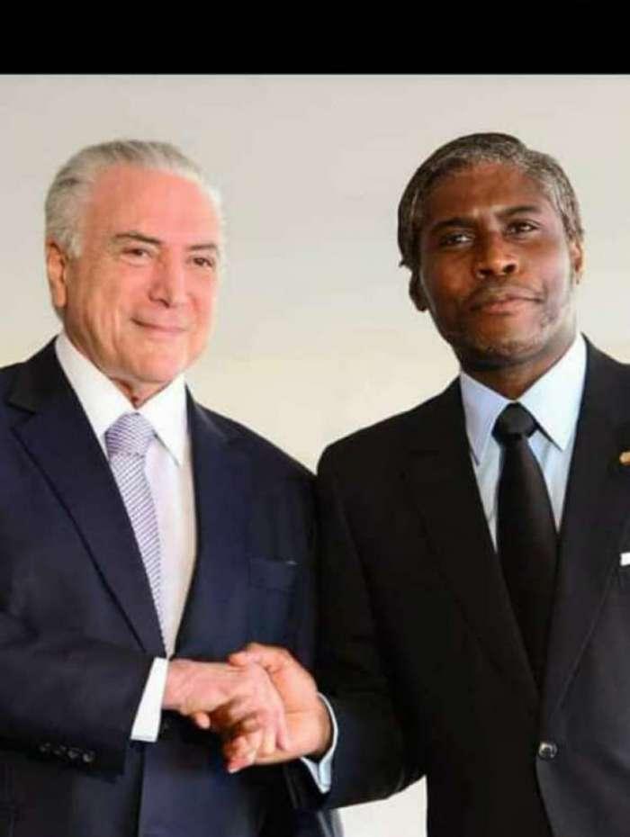 O vice-presidente da Guiné Equatorial posa ao lado de Michel Temer