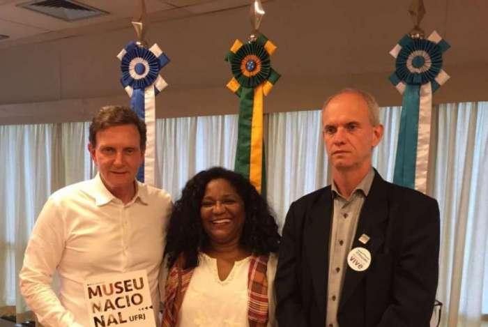 Marcelo Crivella, a secretária municipal de Cultura, Nilcemar Nogueira, e o diretor do Museu Nacional, Alexander Kellner, se reuniram na sede da Prefeitura do Rio