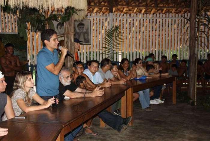 Júlio Júnior, numa de suas visitas ao povo Waimiri Atroari, que vive entre os estados do Amazonas e Roraima