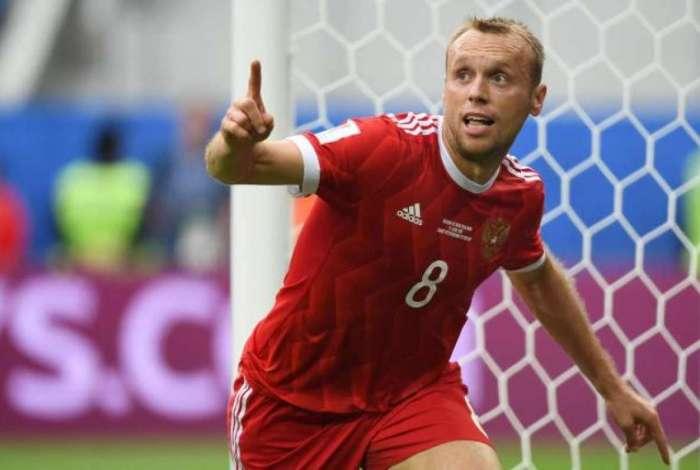 Denis Glushakov é capitão do time e foi afastado