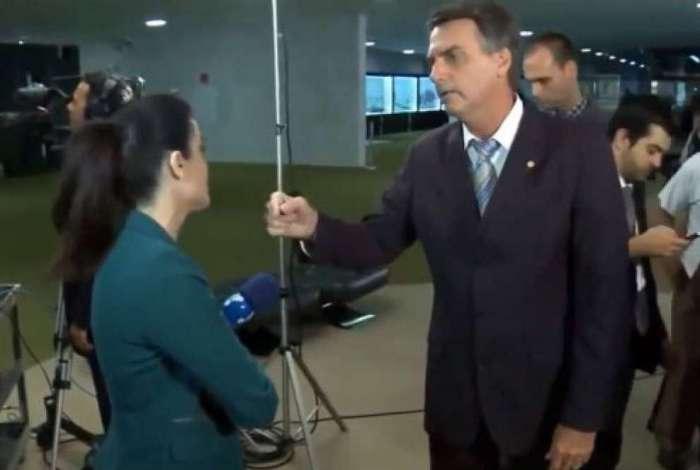 Vídeo retoma bate-boca que Bolsonaro teve com a jornalista Manuela Borges, em abril de 2014
