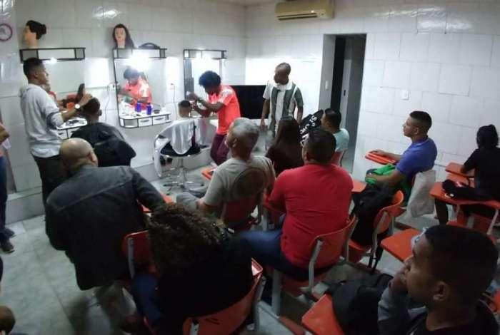 Entre os cursos disponíveis na Fundec, estão os de cabeleireiro, informática, Excel, NR10 e Libras