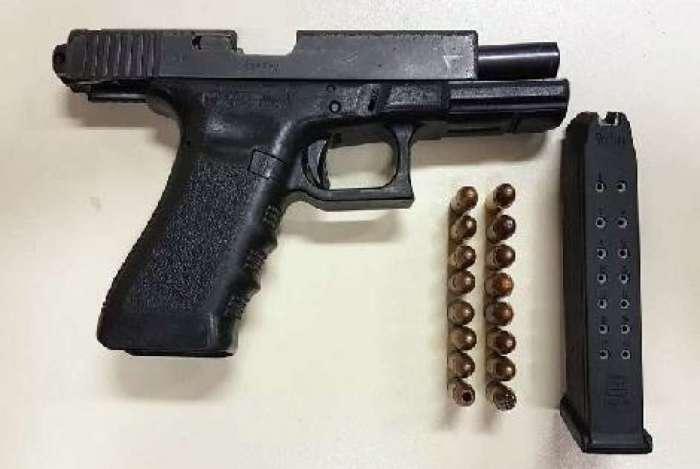 Arma usada na tentativa de homicídio dentro de sala de aula