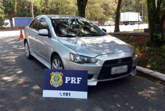 Carro com mais de R$ 14 mil em multas foi apreendido na BR-040