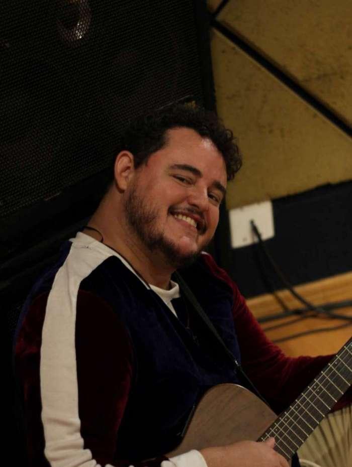 O cantor Cassiano Andrade se apresenta amanhã no Bossa da Paz
