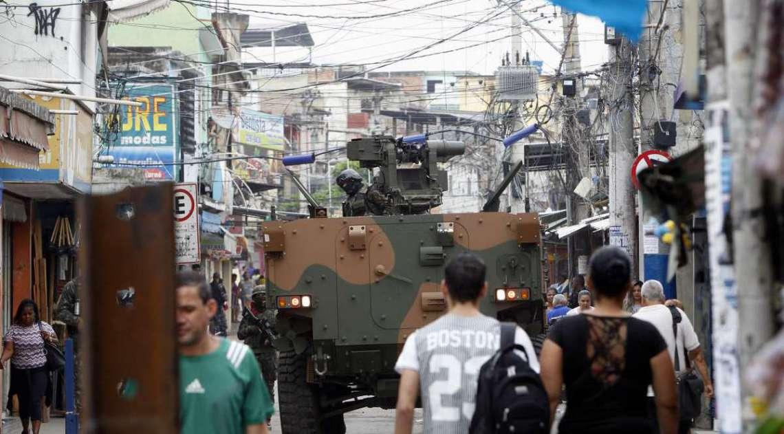 Blindados do Exército e da PM estiveram no Jacarezinho ontem