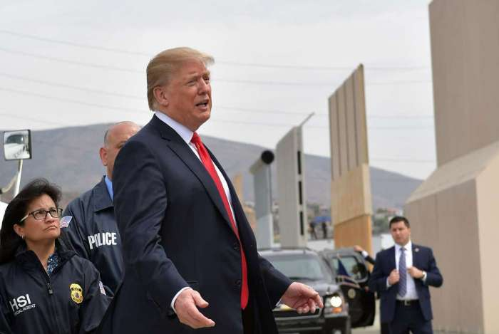 Donald Trump sugeriu recentemente ao chanceler espanhol, Josep Borrell, a ideia de construir um muro no deserto do Saara para conter a imigração