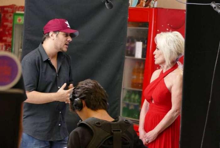 O diretor Bruno Miguel, ao lado da apresentadora Ana Maria Braga durante as filmagens para a campanha da Rede de Supermercados Uno