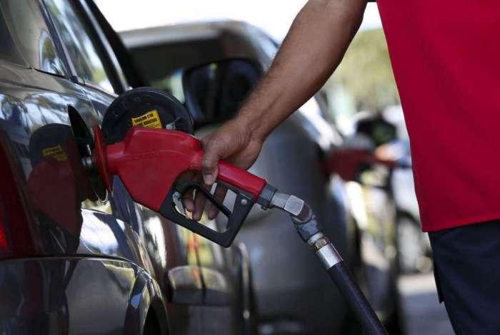 Motorista reclama de distribuidoras que não repassam queda de preço
