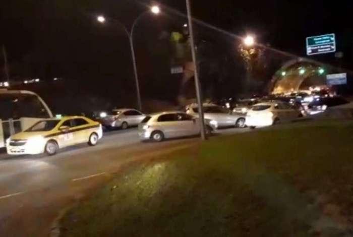 Alguns motoristas ficaram assustados e voltaram na contramão