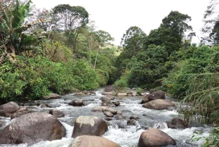 Rio Preto, divisa entre Maring� (distrito de Itatiaia) e Maring� de Minas (distrito de Bocaina de Minas), na Serra da Mantiqueira, no RJ