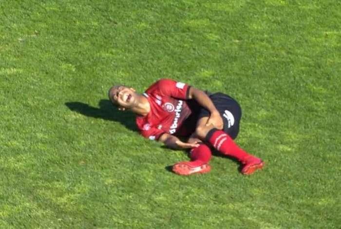 Pereira sofreu fratura exposta na perna esquerda
