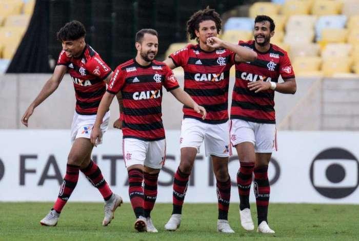 Flamengo vence o Galo no Maracanã