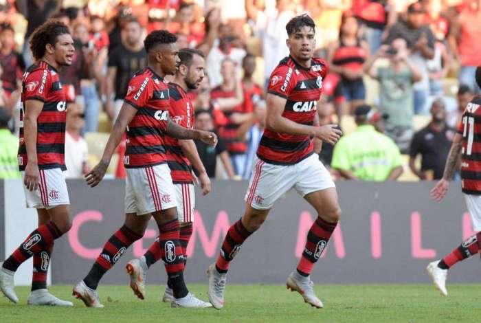 Flamengo derrotou o Atlético-MG e ainda sonha com título brasileiro