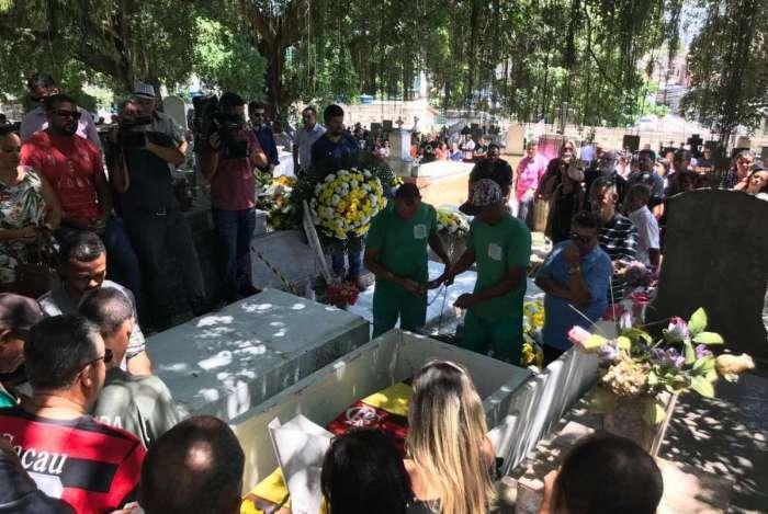 Secretário de Obras de Queimados, Alex Sander, foi sepultado ontem