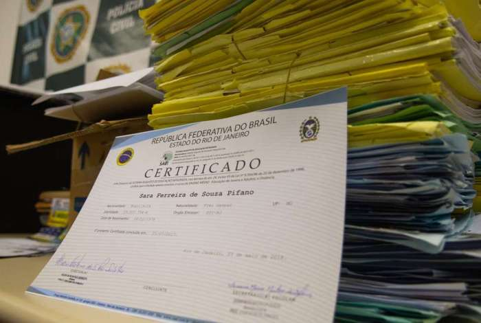Diplomas falsos apreendidos pela Delegacia de Defraudações