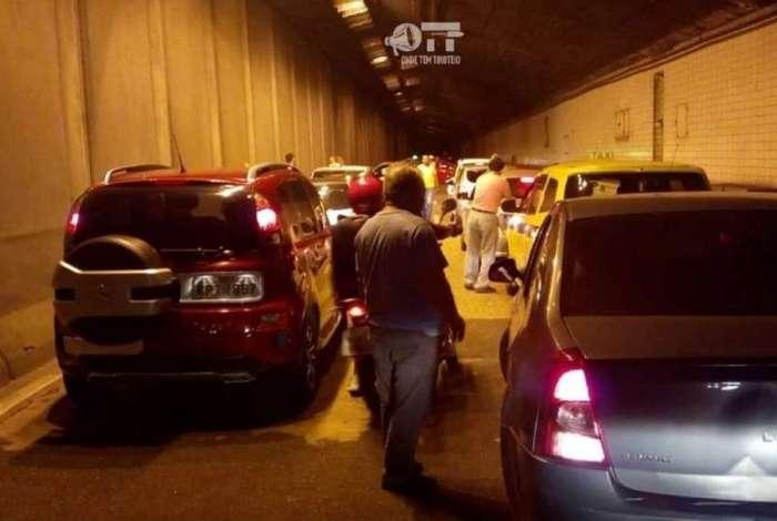 Assalto assustou motoristas no Túnel Santa Bárbara na noite desta segunda-feira