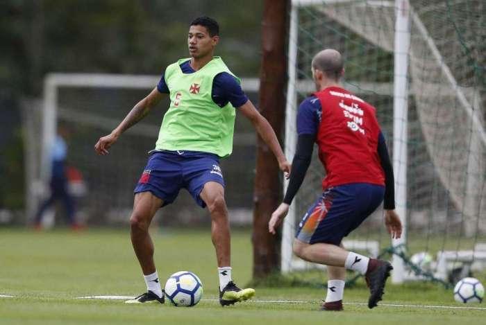 Marrony curte a boa fase após balançar a rede pelos profissionais do Vasco