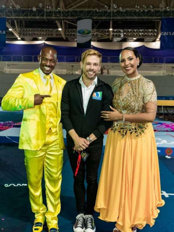 Raphaela Cabloco e Alex Marcelino posam com Bruno Chateubriand no Torneio Nacional de Ginástica de Trampolim, no Parque Olímpico.