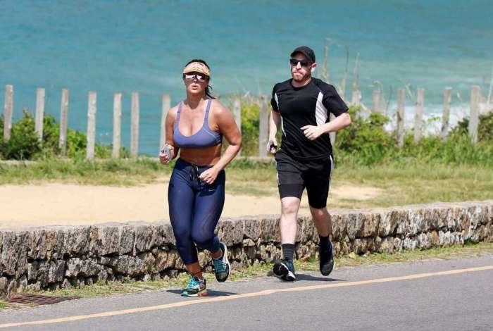 Viviane Araújo corre na orla do Rio