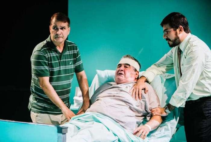 Otavio Augusto em cena de 'A Tropa', no Teatro Solar de Botafogo