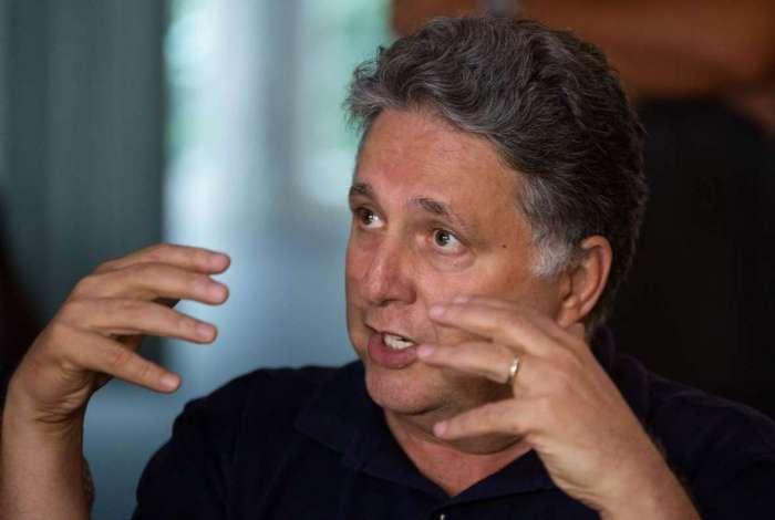 Político também está proibido de frequentar a cidade de Campos
