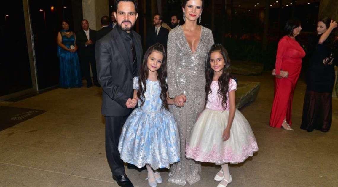 Luciano com a mulher, Flávia Fonseca, e as filhas do casal