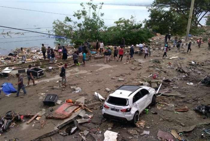 Tsunami deixa dezenas de mortos na Indonésia