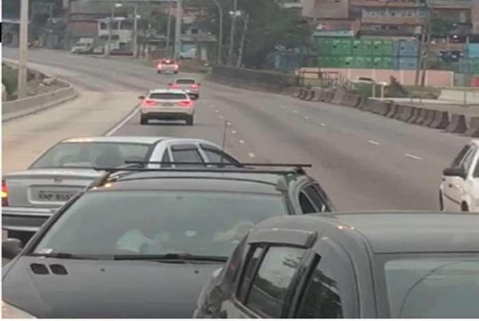 Bandidos fazem arrastão na Avenida Brasil, na altura de Barros Filho