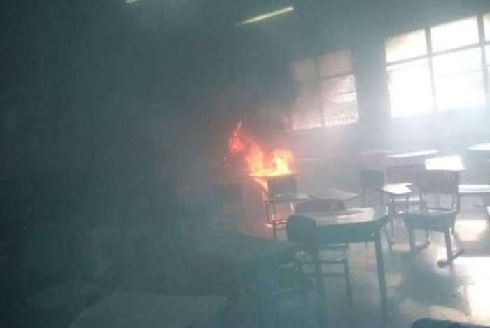Fogo se espalhou após aluno atear fogo em prova
