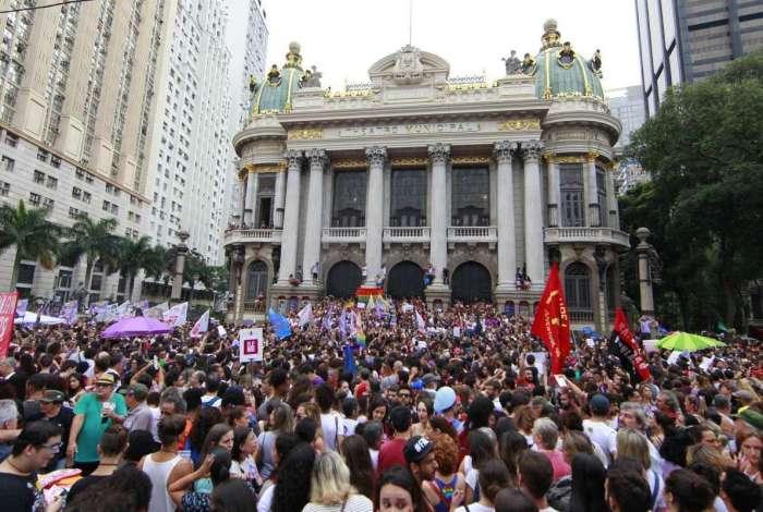 Protesto reuniu pelo menos 15 mil no Centro