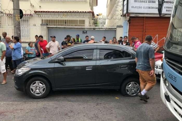 Militares trocaram tiros com três bandidos em rua no Méier