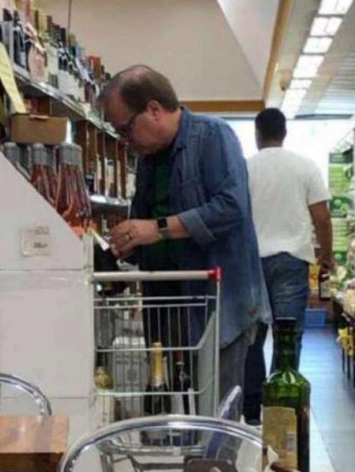 Chico Pinheiro faz compras no Zona Sul