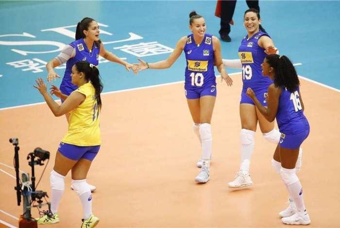 b0a0f1bae8 Brasil se manteve 100% após derrotar a República Dominicana por 3 sets a 0