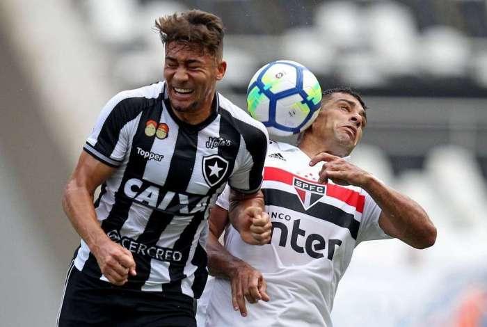 O jogo foi pegado no Niltão, onde o Fogão enfrentou o São Paulo de igual para igual, até o empate no fim