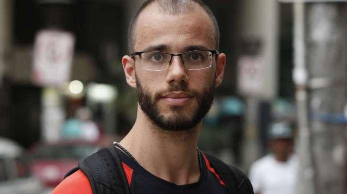 EMANUEL BRITO, 29 anos, professor, mora no Cachambi