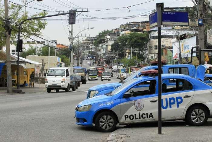 Policiais da UPP Nova Brasília foram recebidos a tiros na comunidade quando menor foi baleado