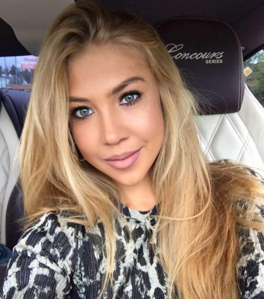Daria Glushakova flagrou marido dentro de uma sauna acompanhado por uma mulher nua